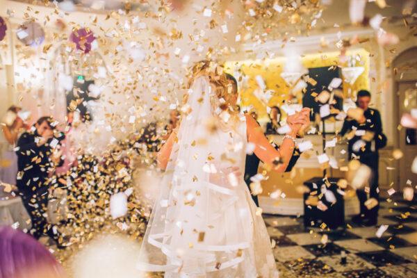 Bryllups Vals Med Confetti - WhiteWeddingDJ