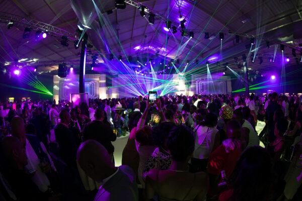 Firmafest Med Laser & Belysning - WhiteWeddingDJ