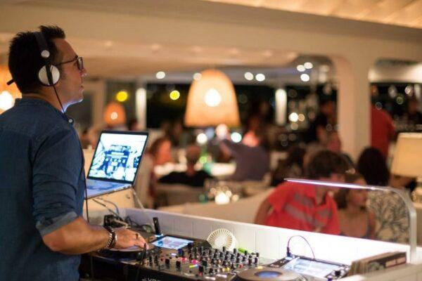 Lounge DJ På Restaurant - WhiteWeddingDJ
