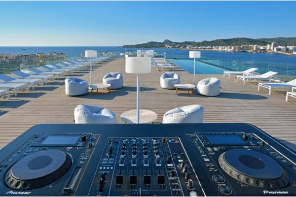 Lounge DJ På Strand - WhiteWeddingDJ