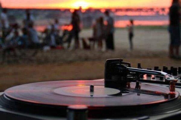 Lounge DJ På Stranden - WhiteWeddingDJ